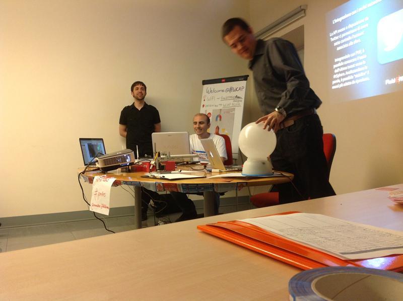FieldEffectLab ha presentato #tSphere: una palla luminosa che reagisce a un tuo tweet con il tuo mood