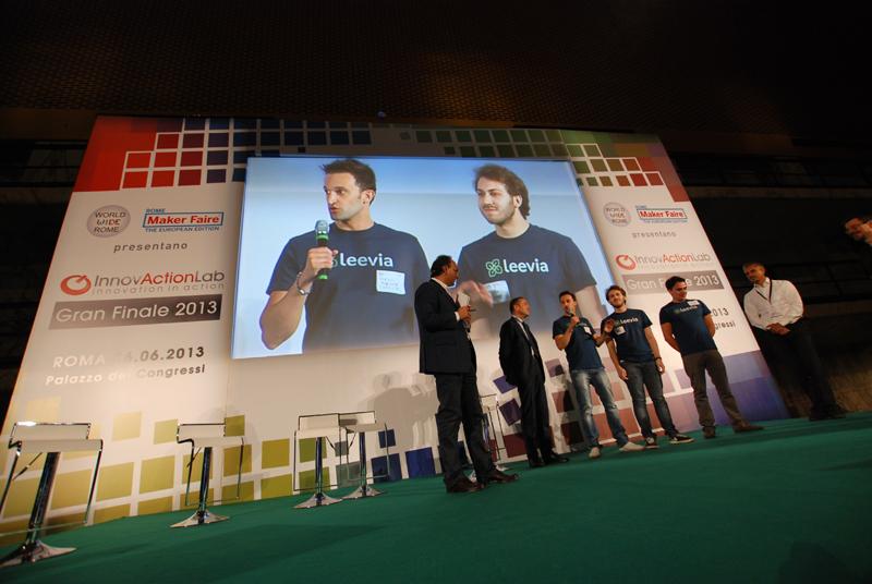 il progetto Leevia è il vincitore di Innovaction Lab 2013. E' una piattaforma di charity crowdfunding dove le aziende sponsorizzano i lavori delle organizzazioni no profit. Nella foto il momento della premiazione