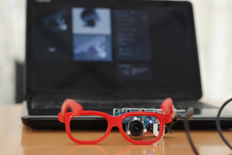 Un'altra immagine di Eyewriter, il tracciatore oculare di Luca Frogheri
