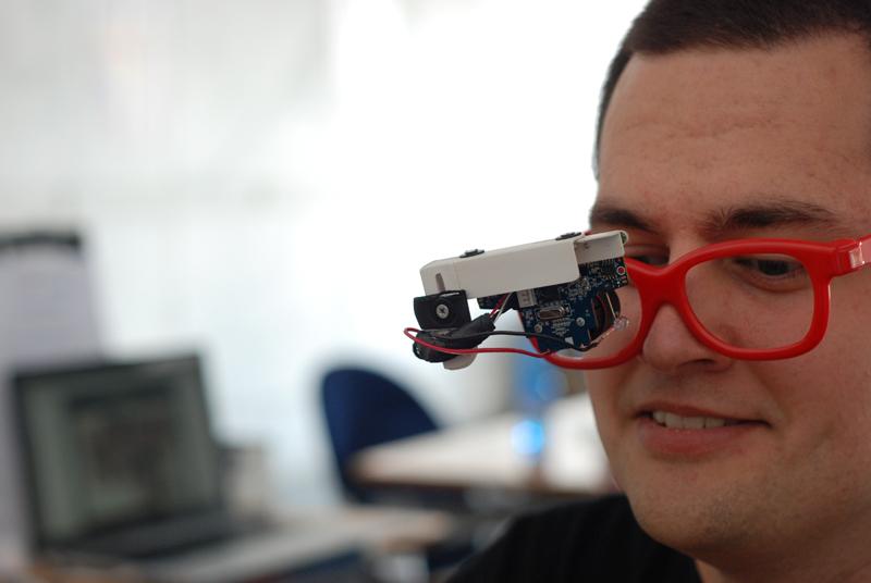 A Innovaction Lab anche Eyewriter di Luca Frogheri: un dispositivo di facile costruzione che traccia il movimento della pupilla e rende possibile l'utilizzo di un software su un computer