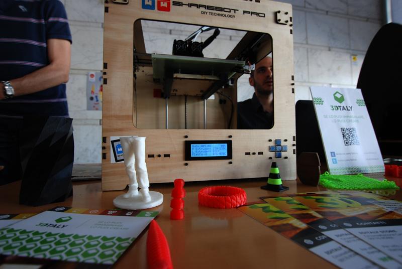 La stampante 3d e i ragazzi di 3dItaly: fanno base al Pigneto e sono i primi ad aver aperto una stamperia 3d. Anche loro a Palazzo dei Congressi a Innovaction Lab 2013
