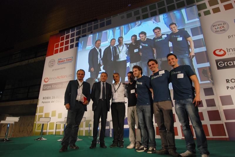 I ragazzi del progetto Leevia, vincitore di Innovaction Lab 2013. E' una piattaforma di charity crowdfunding dove le aziende sponsorizzano i lavori delle organizzazioni no profit. Nella foto un altro momento della premiazione