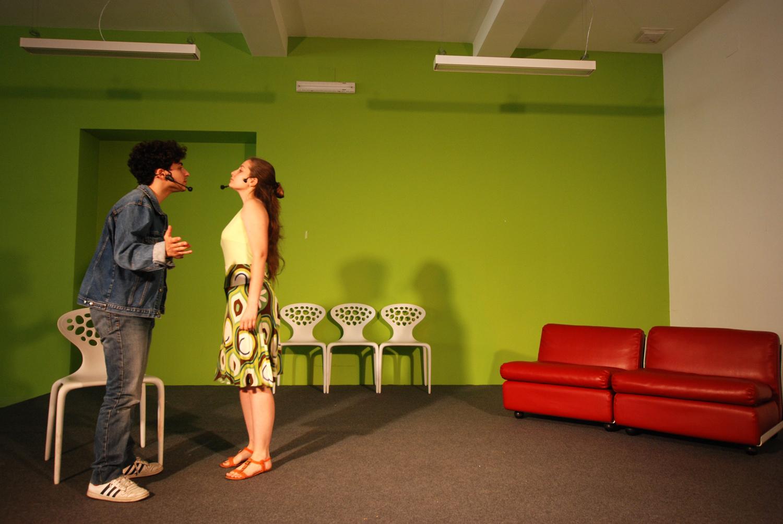 A The Hub 8 artisti protagonisti di uno spettacolo teatrale, diretto da Marco Lungo. Nella foto Silvia Pecchia e Filippo Paglino
